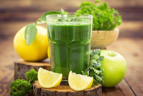簡単に早く痩せたい!わがままな自分に…飲んで美味しいめっちゃぜいたくフルーツ青汁!